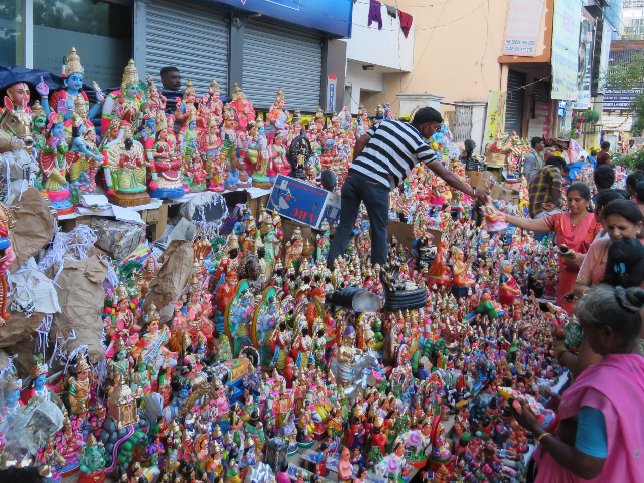 Golu Dolls busy sales for Navaratri festival