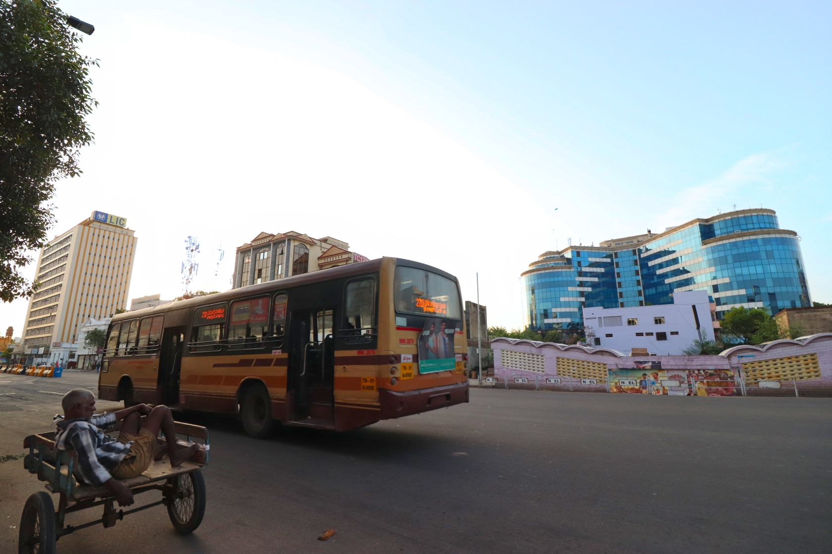 Bus in Mountroad